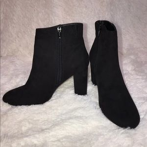 Material Girl Women's Cambrie Ankle Booties